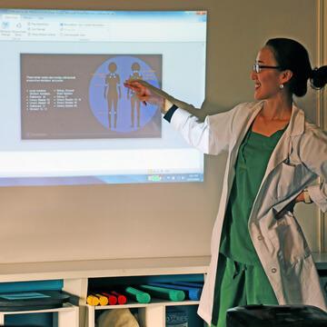 Chicago Acupuncturist presenting presentation about Fibromyalgia